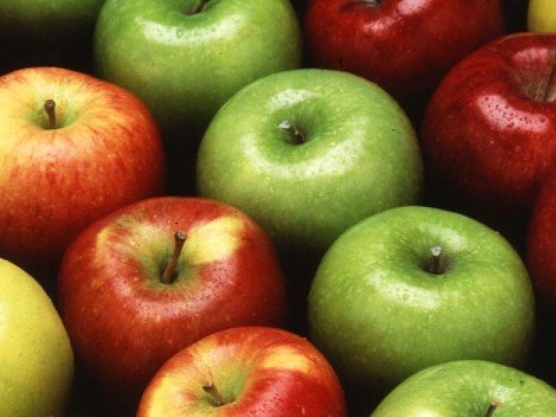 una mela al giorno contro infarti ictus malattie cardiovascolari università di oxford british medical journal ldl colesterolo cattivo decessi regno unito