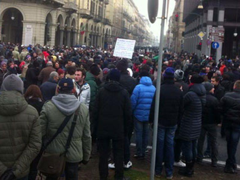 torino scontri forconi polizia, torino piazza castello lancio molotov, forconi protesta in tutta italia, forconi protesta 9 dicembre, protesta forconi