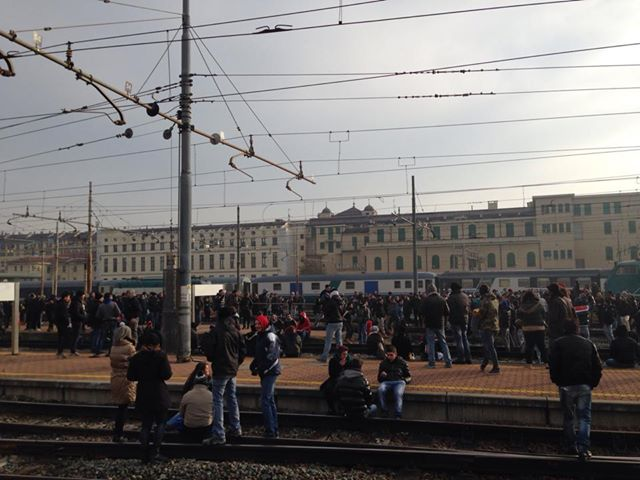 Forconi, la protesta scuote l'Italia /FOTO | I poliziotti si tolgono i caschi /VIDEO