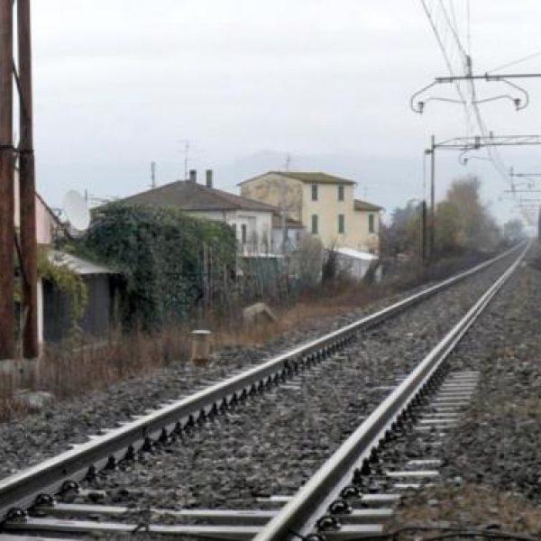 Giallo a Napoli, 16enne trovato morto sui binari: si indaga