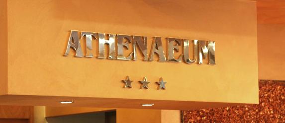 Palermo, l'ennesima rapina in un albergo della città   Un uomo armato irrompe nell'hotel Athenaeum