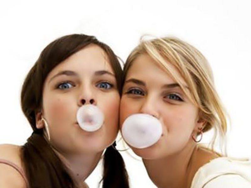ricerca-universita-te-aviv--masticare-troppe-chewingum-fa-male-alla-testa