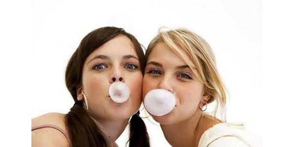 Masticare troppe chewingum fa venire mal di testa