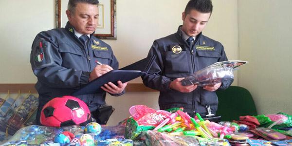 Ragusa, sequestrati 500mila articoli pericolosi   Avrebbero potuto fruttare 2,5 milioni di euro