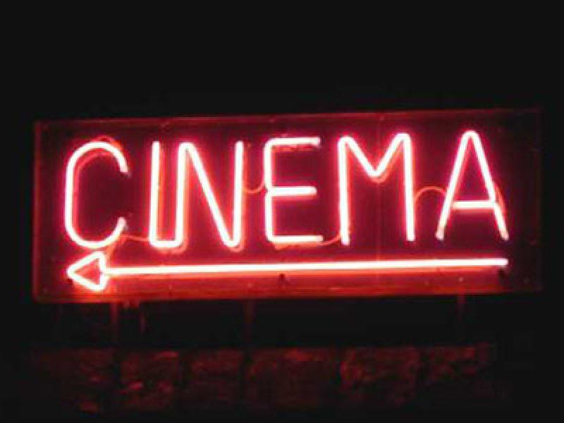 sesso-al-cinema-durante-film-porno-interviene-polizia-bologna