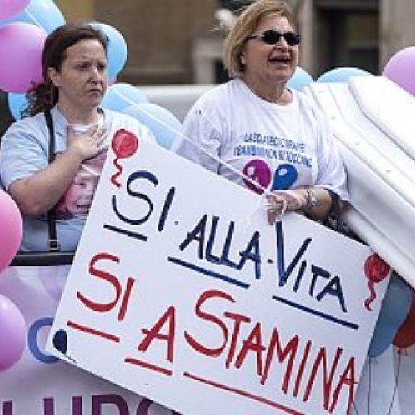 Stamina, arriva lo stop delle cure a Brescia | I malati preparano una class action
