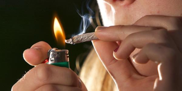 Marijuana tra i giovanissimi, maggiore rischio di depressione da adulti