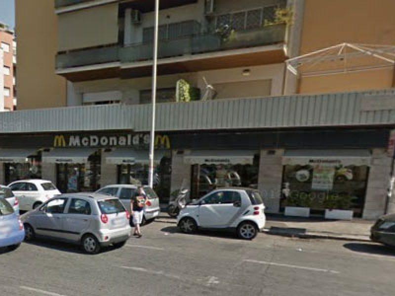 spari-mc-donald-s-piazza-pio-xi-roma