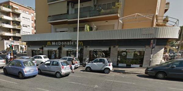 Spari al Mc Donald's di Roma | Due ladri svuotano la cassa del fast food