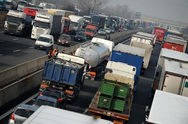 Revocato lo sciopero degli autotrasportatori | L'annuncio di Aias e Forza d'urto