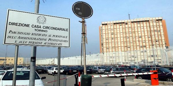 Sparatoria tra agenti al carcere di Torino | È morto anche il secondo poliziotto