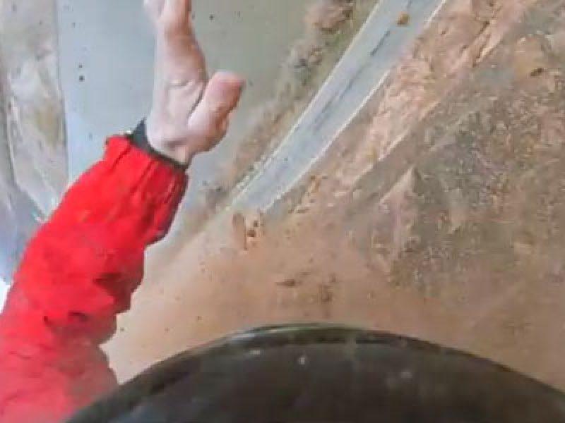 video incidente sulla parete mentre si lancia con il paracadute