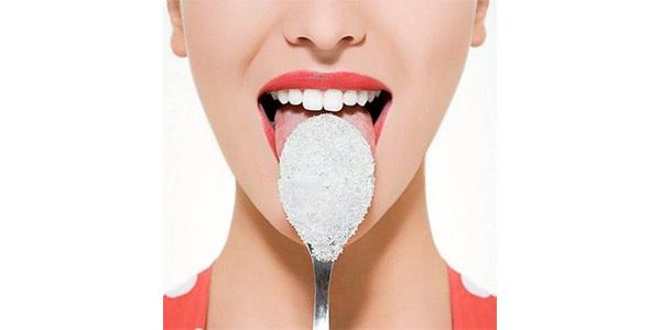 Lo zucchero è pericoloso per la salute: crea dipendenza e fa mangiare di più