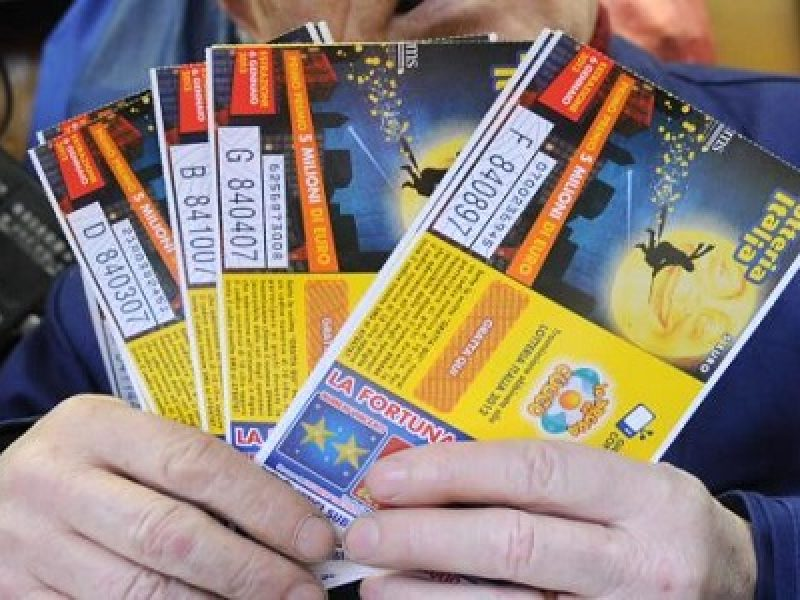 Roma, estrazione biglietto vincente lotteria italia