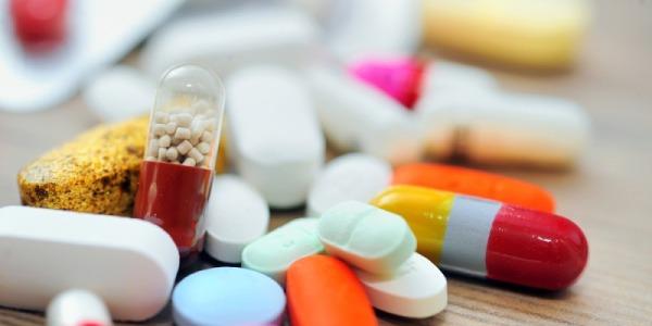 """Gli italiani amano il """"fai da te"""" anche in medicina. Uno su quattro assume farmaci senza prescrizione"""