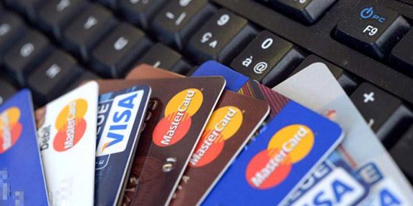 Sui pagamenti elettronici il Governo apre agli esercenti