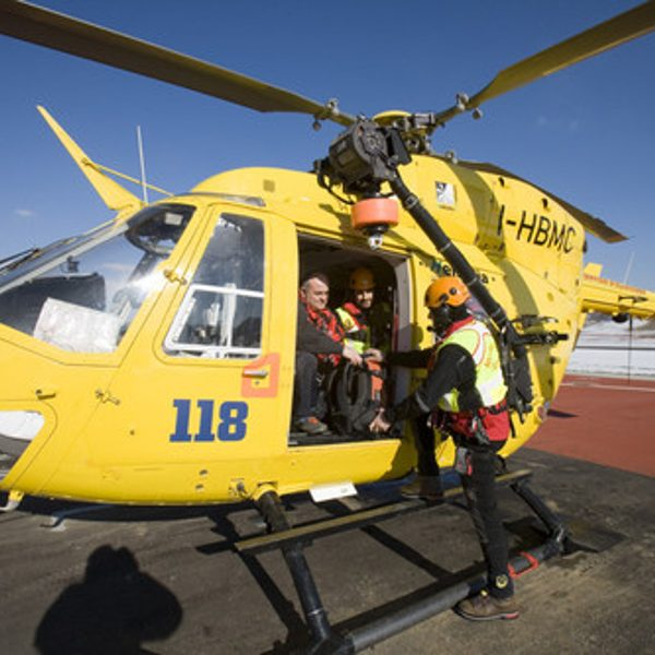Trentino, precipita un elicottero: muore il pilota
