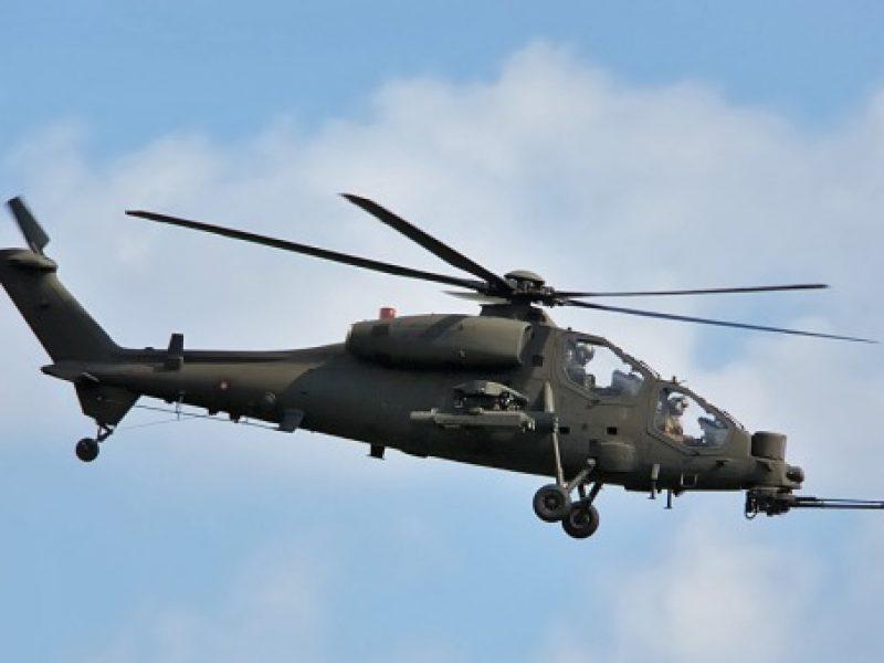Elicottero Quattro Posti : Elicottero dell esercito prende fuoco in volo quattro