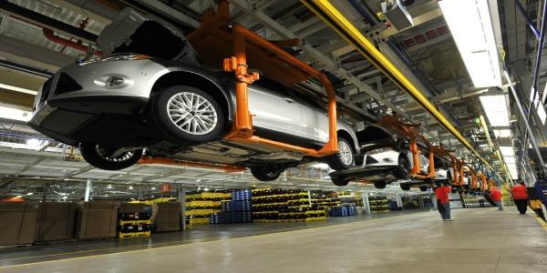 Mercedes – Benz investe sui giovani. Opportunità per 60 neo-diplomati e neo-laureati