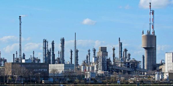 Esplosione in uno stabilimento chimico della mitsubishi for Industria italiana arredi