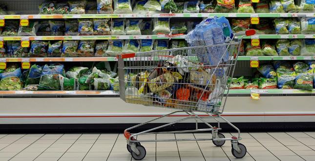 Istat, l'inflazione si è ridotta di un terzo | Ma i prezzi al supermercato raddoppiano