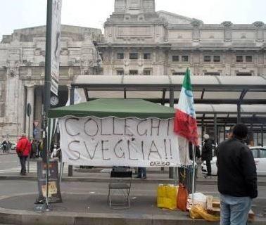 """Sciopero dei taxi a Milano   La protesta contro il servizio """"Uber"""""""