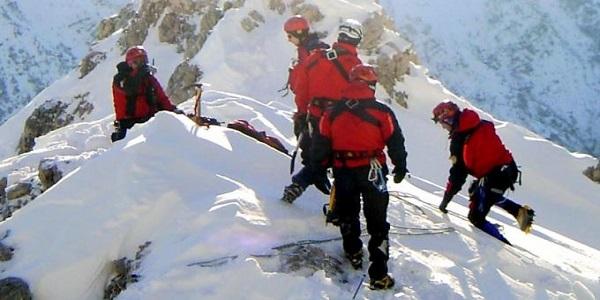 Un alpinista precipita in fondo a un crepaccio | Ricerche in corso, ferito il compagno di scalata