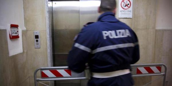 Roma, crolla ascensore: tre feriti gravi