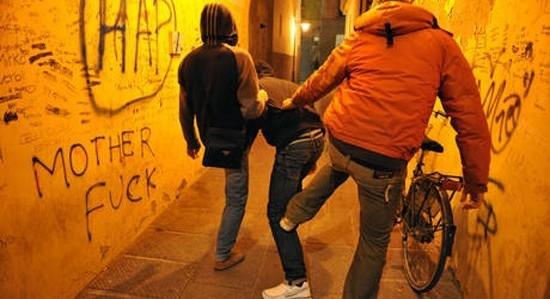Ragusa, due ragazzi fermati per bullismo   'Scherzi pesanti' pubblicati sul web