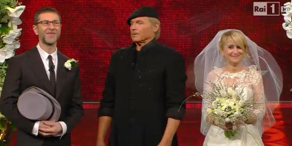 Sanremo, Don Matteo sposa Fabio e Luciana /VIDEO