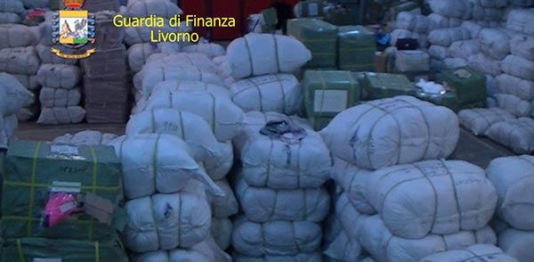 Peli di topo venduti come cachemire/ VIDEO | Sequestrato un milione di prodotti a Livorno
