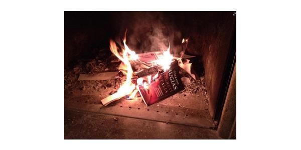 """Il libro di Augias tra le fiamme, lo scrittore: """"Ecco cosa intendevo per fascismo"""""""
