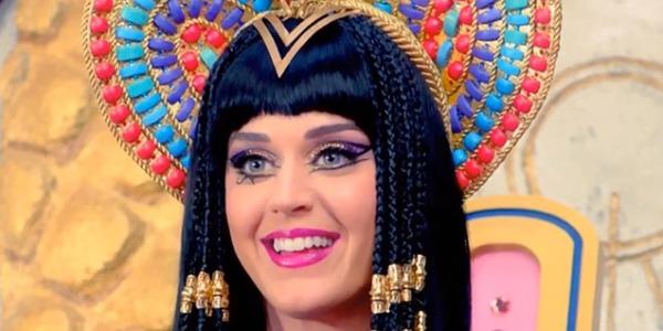"""Katy Perry blasfema nel video di """"Dark Horse"""", da YouTube ai social impazza la protesta"""