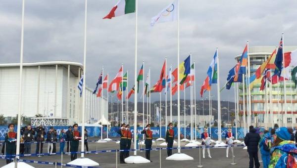Olimpiadi di Sochi, al via i Giochi delle polemiche | Zoeggeler portabandiera dell'Italia /FOTO