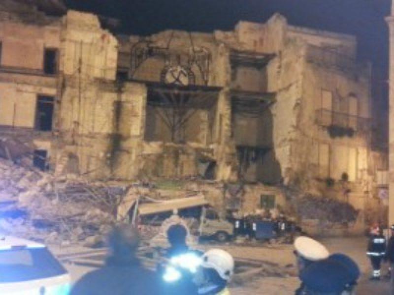 Palermo crolla una palazzina di tre piani in piazza for Piani di una palazzina di una storia