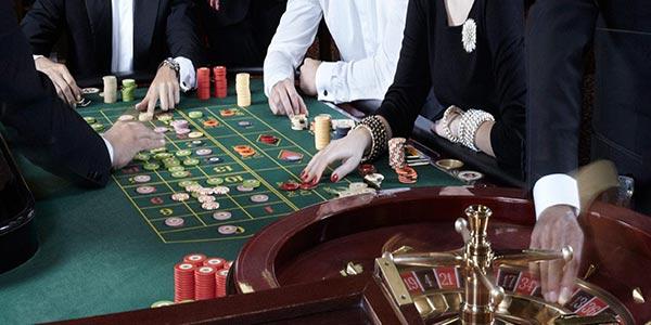 Torino, fermati padre e figlio usurai | Prestavano soldi ai giocatori d'azzardo