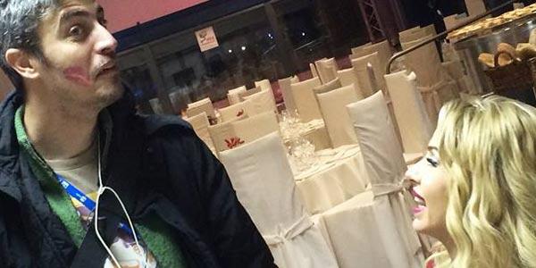 """Sanremo 2014, Valeria Marini bacia Pif: """"È bellissimo, con lui farei qualsiasi cosa"""""""