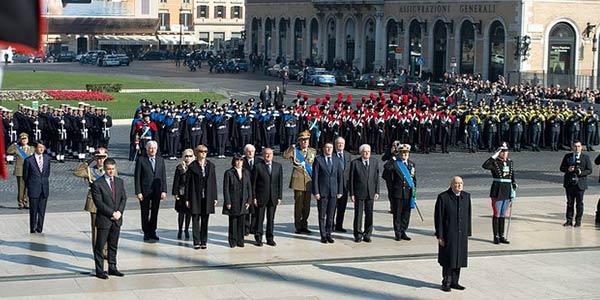153esimo anniversario dell'Unità d'Italia | Napolitano depone la corona commemorativa