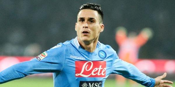 Napoli festeggia sottovoce il 3 a 0 | Il San Paolo applaude Ciro Esposito