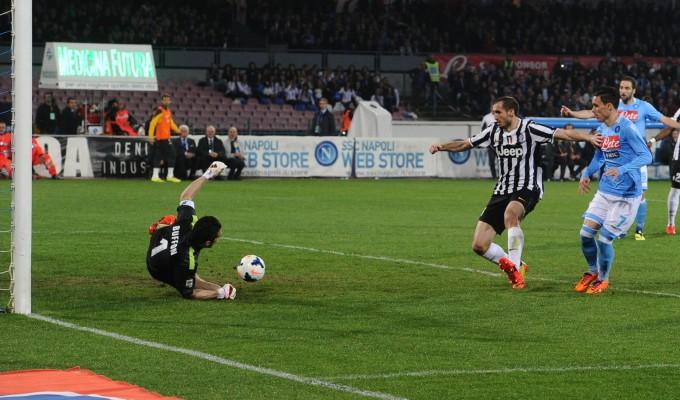 Troppo Napoli per questa Juventus | Callejon-Mertens e il 2-0 è servito