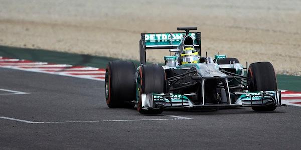 F1, Hamilton 'strappa' la pole a Rosberg | Terzo Ricciardo, male le Ferrari