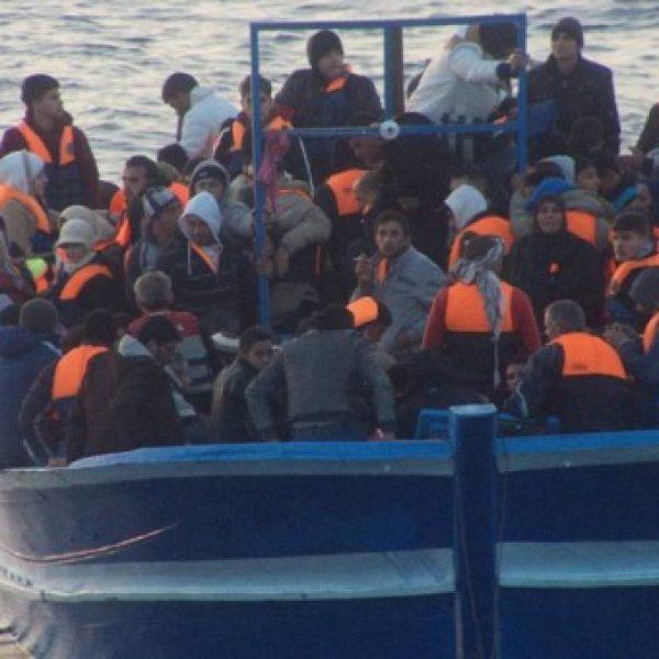 Migranti, nave con 40 profughi al largo della Tunisia