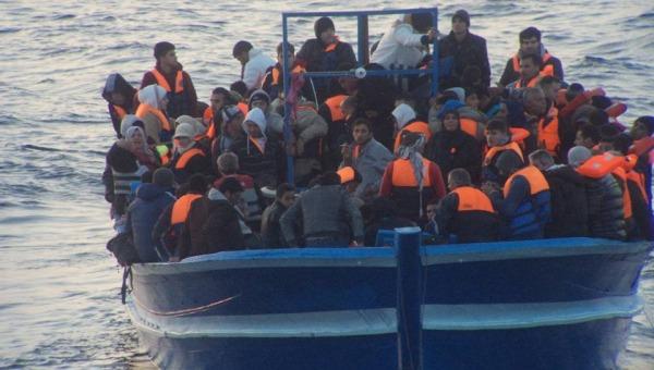 Migranti, nuovo naufragio a largo della Grecia | Le vittime sono 10, tra queste 5 bambini
