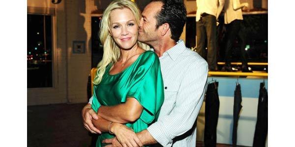 Kelly e Dylan si sono innamorati: dopo Beverly Hills 90210, galeotto è stato uno spot /VIDEO