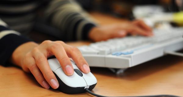 Istat, 4 famiglie su 10 al Sud non hanno pc o tablet