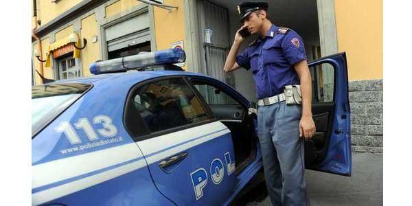 Tentano di restituire un telefono rubato in cambio di soldi   Ma cadono nella trappola di un agente di polizia