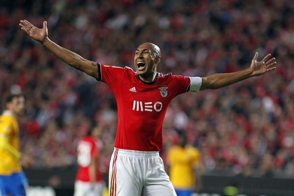 Europa League, Benfica-Juventus 2-1 | Tevez torna al gol ma non basta