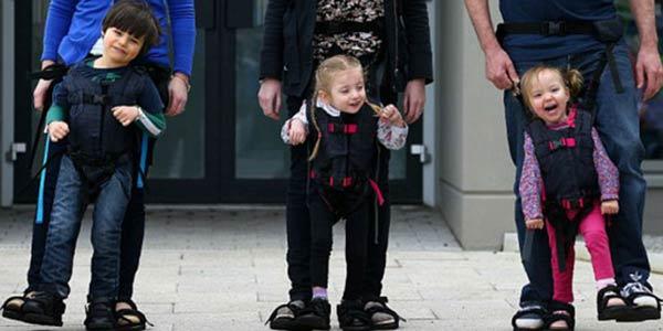 Upsee-imbragatura-per-far-camminare-i-bambini-disabili-studiata-da-una-mamma-per-il-suo-figlio-disabile