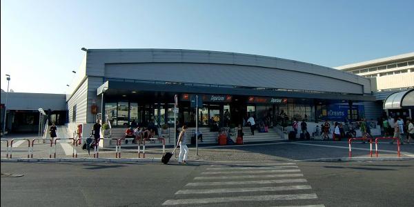 Evacuato l'aeroporto di Ciampino, 7 voli dirottati: scalo presto di nuovo operativo