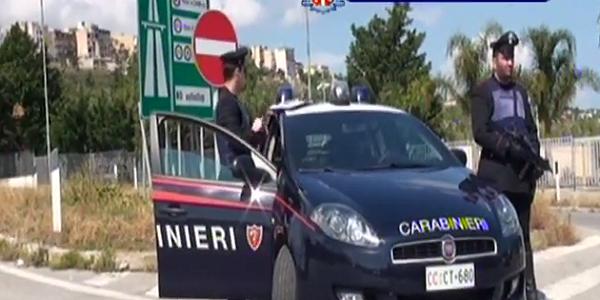 Puglia: fermate 12 persone per furti agli autotrasportatori
